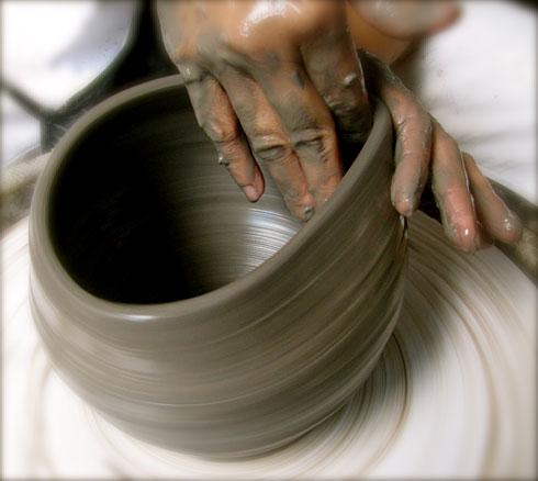 Indovina  da un'immagine il Film - Pagina 18 Lavorazione-argilla-tornio